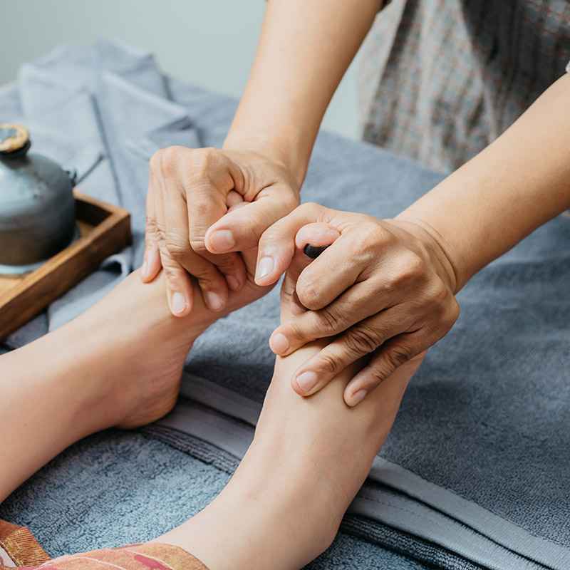 13 Reasons To Give Yourself A Foot Massage & How To Do It |Foot Massage